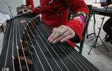 音樂圖集:中國傳統樂器古箏,音色優美,具有相當強的表現力