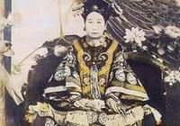 京城一女嬰出生時,漫天烏鴉悲鳴,三天不散,算命先生說大清將亡