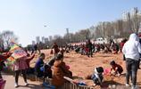 蘭州七里河黃河岸邊的這個沙坑居然吸引了很多人 這是為什麼