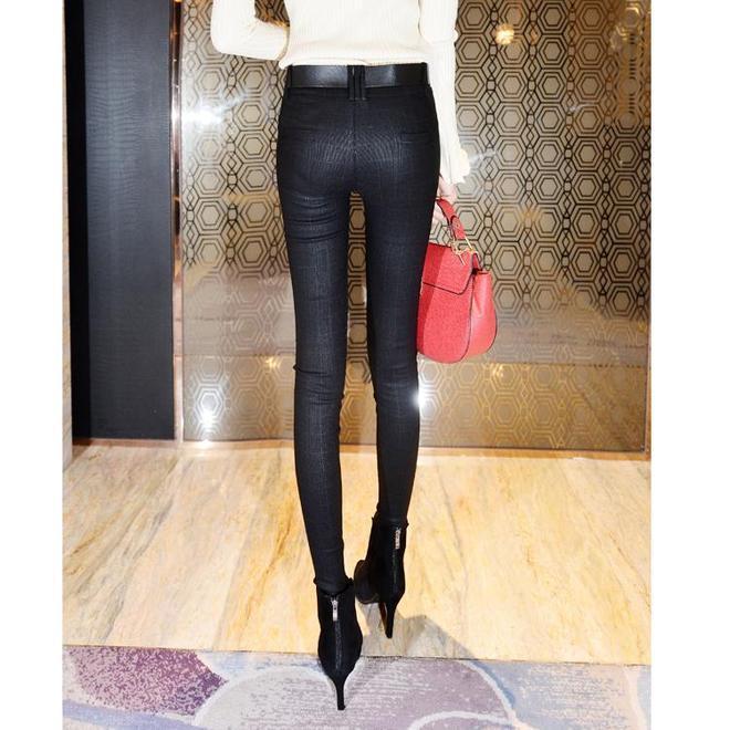 """起""""皺""""皮褲,別穿了!學學韓國女人這樣穿,細腿保暖又迷人"""