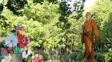遇到中國最帥和尚,外國遊客紛紛向他行禮請求合影留念