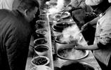 老照片   民以食為天,不論哪個年代,可口的工作午餐都十分重要