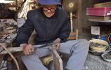 84歲的老人做風箱53年,如今老手藝不想丟,看看在家制作啥產品?