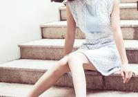 40歲張柏芝馬尾扮嫩?一襲簡單短裙,告訴你什麼是女人味!