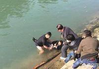 58歲大爺救落水五六歲孩子時先拍照後下水,現在孩子母親責怪大爺不該,你怎麼看?