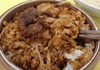 大媽在校門口賣米飯,一個月賺3w元,只因為這一道小吃