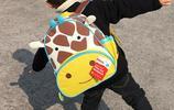 給上幼兒園的女兒買了第三款書包,每天不用催就揹著小書包去上學