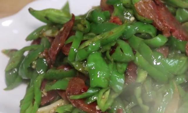 臘腸這樣吃最健康,但冬天吃最香,簡單一做,把鄰居都饞來了