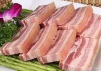 媽媽買了10斤豬肉,拿回家塞進罐子裡,10天后拿出來,太好吃了!