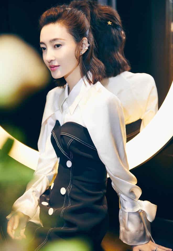 王麗坤-短裙