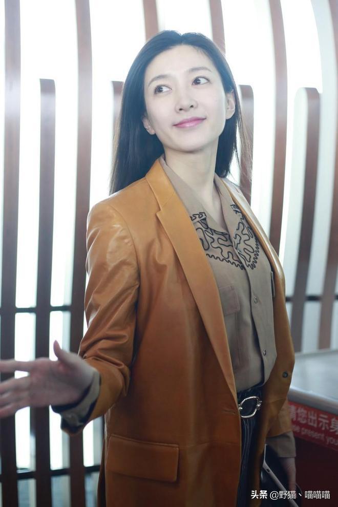 江疏影經濟學碩士學歷高啊身材保持也很好難得的氣質女神範