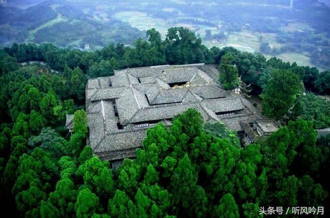 蓬溪高峰山,置身蒼茫千年古柏中靈秀之氣撲面而來,神祕的道教聖地