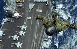 從海鷹直升機登陸航母,美軍特種作戰部隊進行SPIE索降訓練