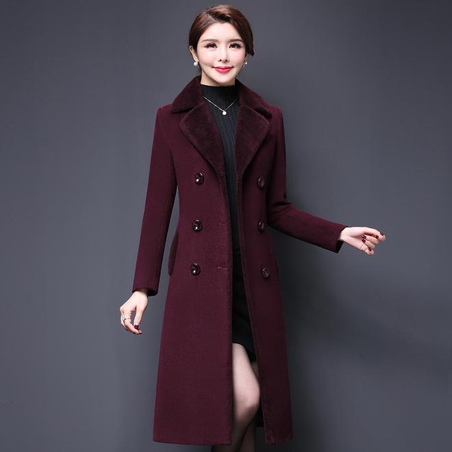 敗家老婆賊會打扮,都要奔五了,出門穿這毛呢外套,看著就像28