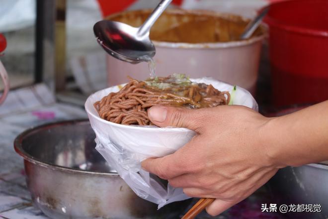 河南農村這碗麵兩個壯漢上陣才能做,光做面工具就有百年曆史