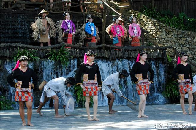 一幅美妙的黎苗族人民生活,自然風光與人文情愫的完美結合,帶遊客穿越千年時空