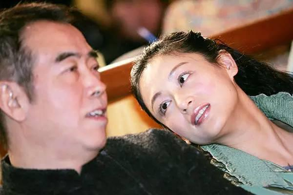曾擠走倪萍,嫁大16歲的陳凱歌,如今兒子帥氣,她卻老成倪萍