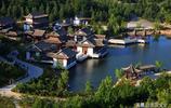 威海華夏城,一步一畫卷,一城閱千年,把礦坑打造成自然人文景觀