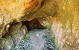 農民發現神祕山洞,挖出千年寶藏,專家100塊買走,如今價值千萬