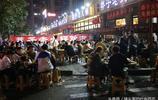 實拍重慶火鍋一條街生意火爆,人均價格60元,場面壯觀堪比春運