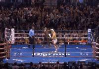 嘴炮被拳王梅威瑟打成跑跑,並且頻繁犯規,最終被梅威瑟TKO
