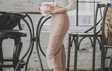 李妍靜 粉裙OL套裝