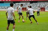 深圳佳兆業球員在主場踩場訓練,中超第十輪深足對陣大連一方