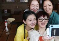 51歲翁虹攜全家出遊,素顏出鏡狀態超好,比43歲的大S還少女