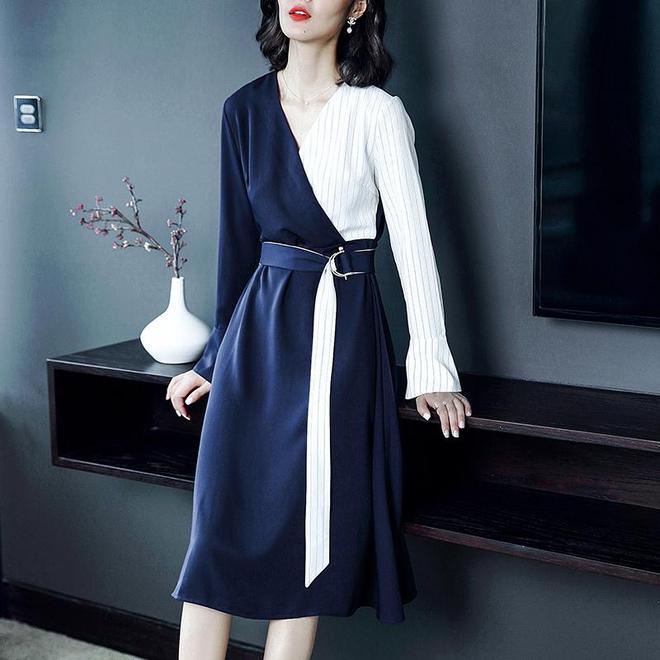 林心如晒與婆婆合影,41歲穿襯衫裙還和當年一樣美,清新如少女