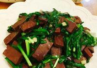 如何做血豆腐炒韭菜更好吃?豬血豆腐炒韭菜的家常做法