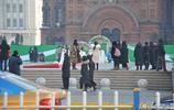 電影攝製組在景區廣場拉線清場引起遊客爭議,你怎麼看?