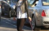 帕麗斯·希爾頓出街遛狗,可愛萌寵實力搶鏡!