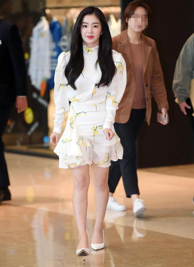 裴珠泫甜美少女風穿搭可愛十足,對鏡頭可愛招手好迷人