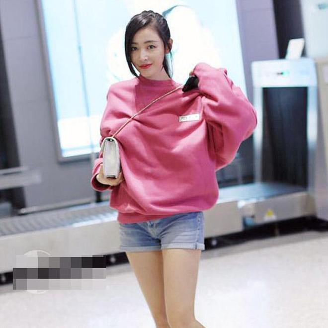 今年這個顏色的衛衣大火了,王鷗、馬伊琍穿上少女心十足,真減齡