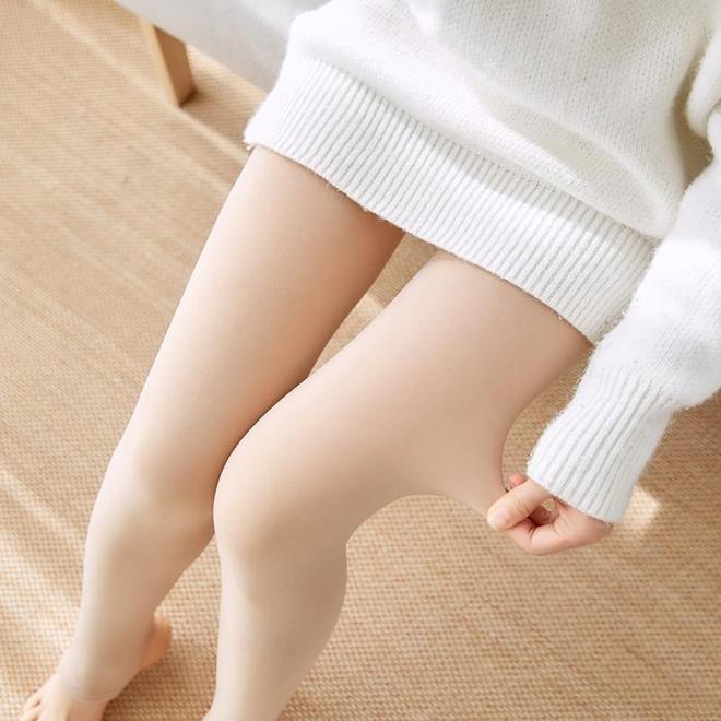 """冬日不只是""""裸色""""的天下!瞧瞧下圖女人,秀出腿,美到心醉"""