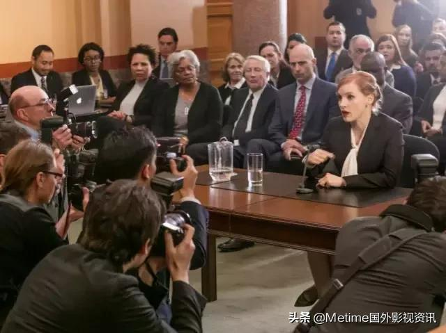 最近豆瓣熱搜榜排第一位的,是一位女政客,是資源片《斯隆女士》