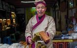 """堯壩古鎮老街上,這位穿古裝的漢子竟然是周姚黃粑店的""""老闆娘"""""""