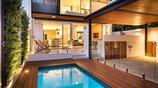別墅設計:一個有植物牆做裝飾的簡約時尚裝修風格的雙層別墅
