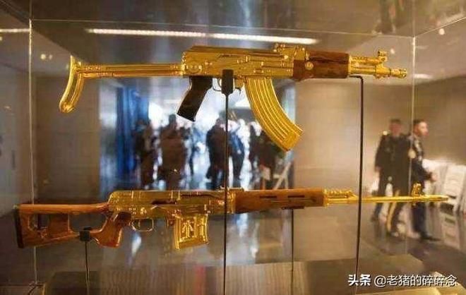 老照片揭示薩達姆有多奢侈,黃金裝了幾卡車,連槍都是金的