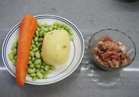 我把2個土豆切成丁, 這樣炒了一下,比大魚大肉都香,孩子最愛吃