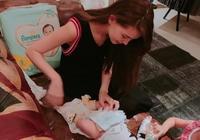 昆凌跟小baby換小包包;昆凌真是美極了