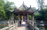 南華寺是著名的第一禪寺,依山面水,峰巒奇秀是禪宗六祖惠能宏揚禪法的發源地