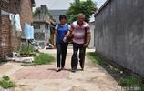 20歲女孩離家出走60公里,嫁給大10歲殘疾丈夫,婚後生活怎樣?