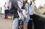 付辛博夫婦抱娃亮相機場玩親親其樂融融 辣媽穎兒穿短褲秀麻桿腿