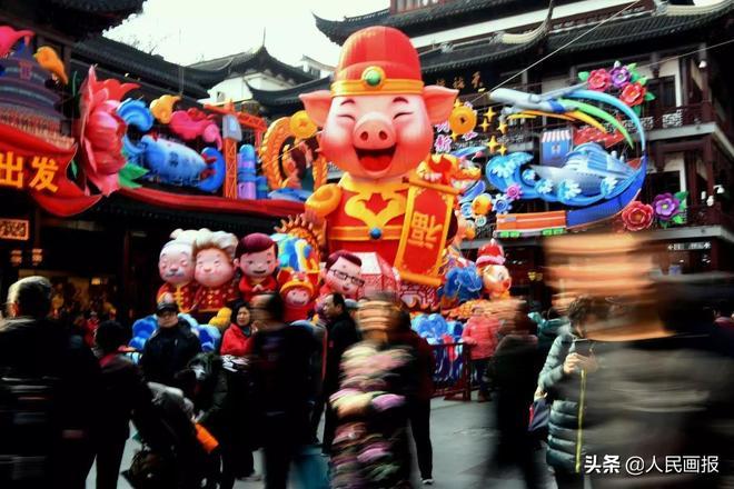 舞獅子、寫春聯、掛燈籠……各地紅紅火火的新年景象你拍到了嗎?