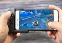 這是一個瞬間把手機變成遊戲機的東東,手感表現不俗