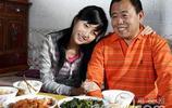 潘長江與女兒潘陽 植樹