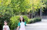 9歲的田雨橙更有大美女的氣質,輪滑帶著弟弟田宸羽畫面好溫馨