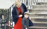 看完西班牙王后送孩子上學,再看看戴安娜王妃,兩者還是有大不同