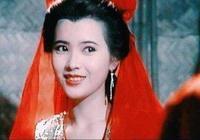 靚絕五臺山的她曾是香港五美之首,周慧敏周海媚與她合影成綠葉